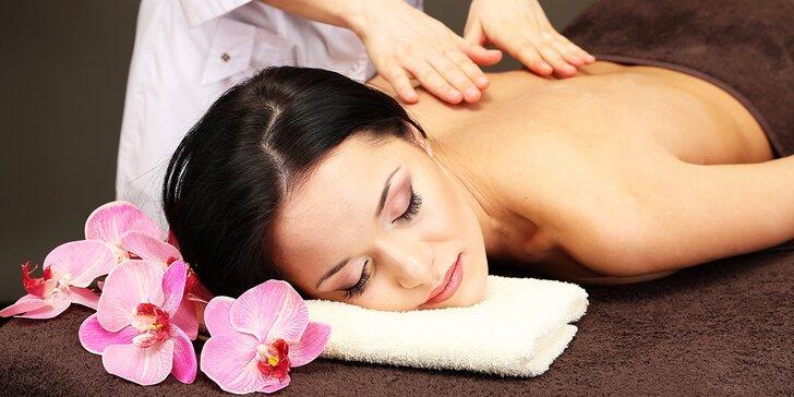 Letní rozmazlovací masáže: péče o tělo od hlavy až k patě v délce až 90 min.