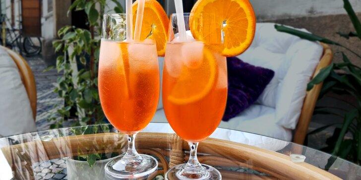 Horko? Dejte si dva osvěžující Aperoly s pomerančem na letní zahrádce