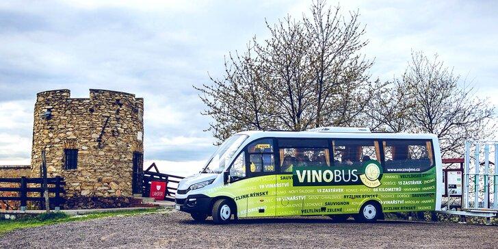 Výlet po vinařství Vinobusem, vstup na Vlkovu věž a degustační vzorek
