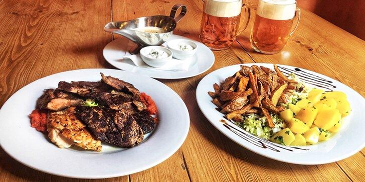 Mix grill: hovězí z anguse, kuřecí i vepřové maso, pivo, omáčky a přílohy