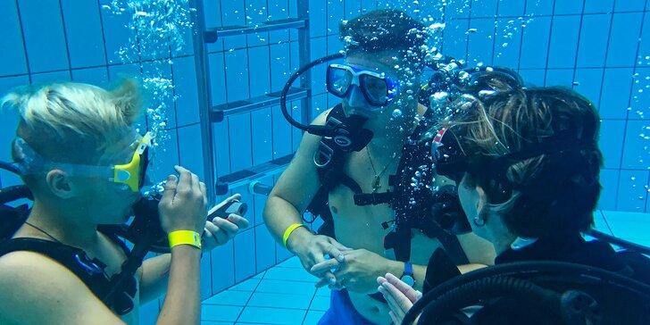 Potápění na zkoušku: v potápěčské jámě s instruktorem a foto na památku