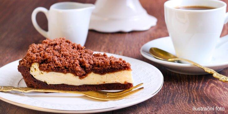 Domácí dortíky s horkým nápojem v centru Prahy