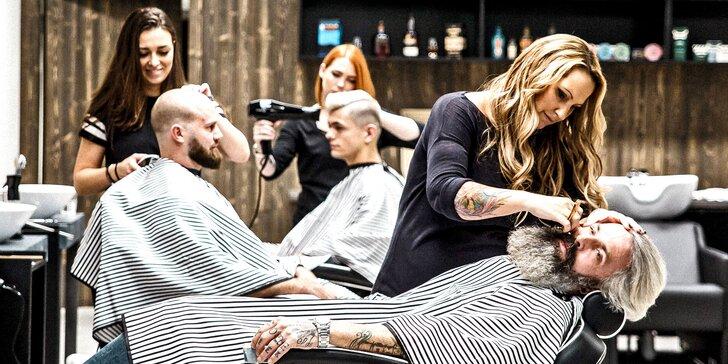 Pánský střih, holení hot towel i masáž hlavy a sklenka whisky v Barber's Wife