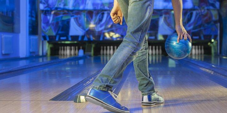S partou za zábavou: hodina bowlingu a pizza dle výběru k tomu