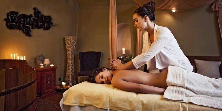 Dvouhodinový relaxační rituál s vůní růží: koupel, masáž i pohoštění pro dva