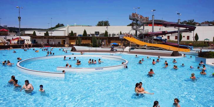 Vstup do venkovní části největšího aquaparku Vysočiny i pro rodiny