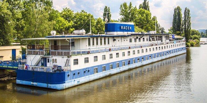Letní pohoda na vlnách Vltavy: 2–3 dny se snídaní v botelu v centru Prahy