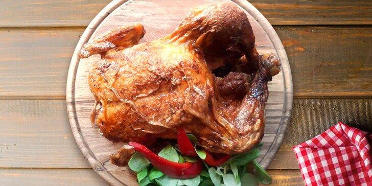 Dozlatova grilované celé kuře s pečivem a pikantním dresinkem