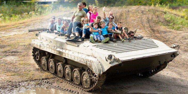 Akční zábava: jízda v bojovém vozidle pěchoty, lanové centrum a další