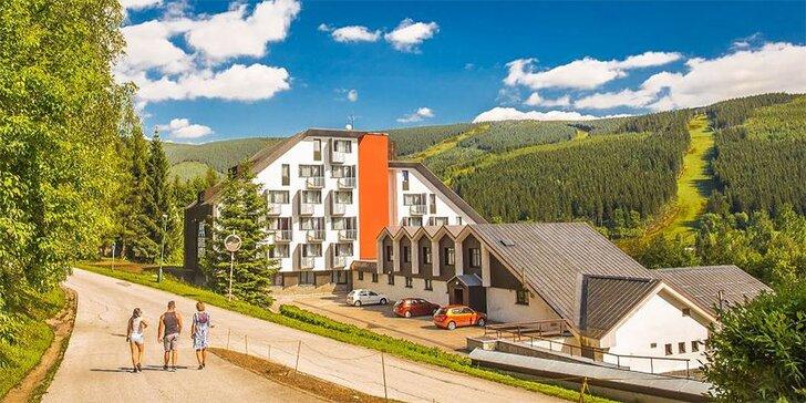 3denní relaxace v horách: neomezený vstup do bazénu, polopenze i výlety
