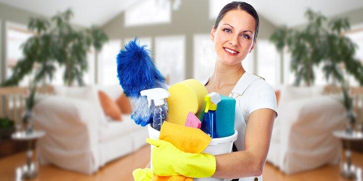 Domov jako ze škatulky: využijte voucher na úklid domácnosti a mytí oken