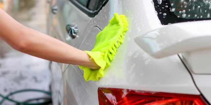 Ruční mytí automobilu v centru Brna a káva v restauraci zdarma