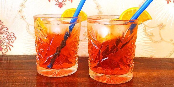 Přípitek na Vinohradech: dva oblíbené míchané drinky Aperol Spritz
