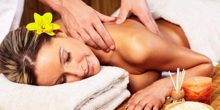 Uvolňující relaxační masáž šíje, zad a nohou v délce 90 minut