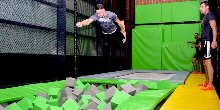 Adrenalin ve FlyZone Parku: trampolíny, lezecká stěna i překážková dráha