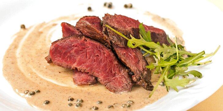 Dva prémiové hovězí steaky chuck tender s omáčkou a hranolky/bramborami
