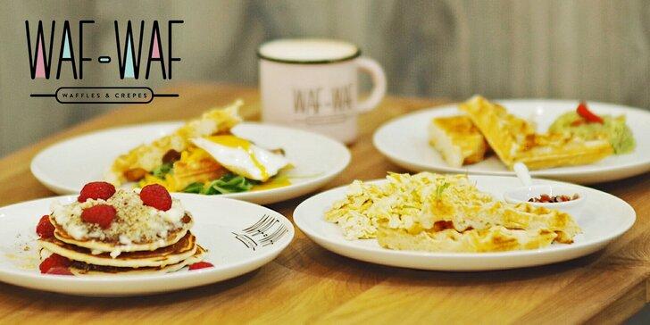 Snídaňové menu: sladké i slané vafle, lívance i vajíčka a horký nápoj