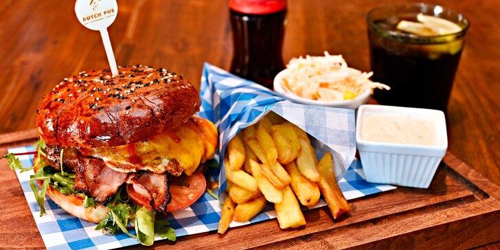 Vychytaný Jack Daniel's Burger s hranolky, domácí tatarkou, salátkem a colou