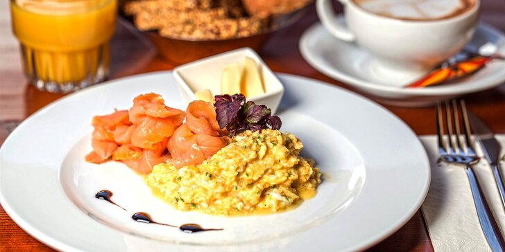 Vydatná snídaně v centru města s nápojem pro jednoho nebo pro dva