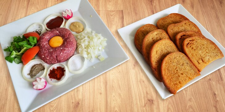 Někdo to rád na syrovo: hovězí tatarák s topinkami pro 2 i více jedlíků