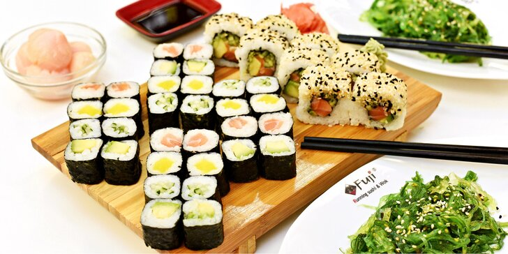 Pestrý výběr sushi setů v restaurantu Fuji nebo k odnosu s sebou