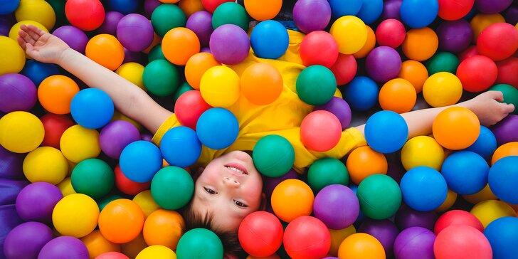 Celé odpoledne v Cirkusu - v dětské herně se skluzavkami a bazénem s míčky