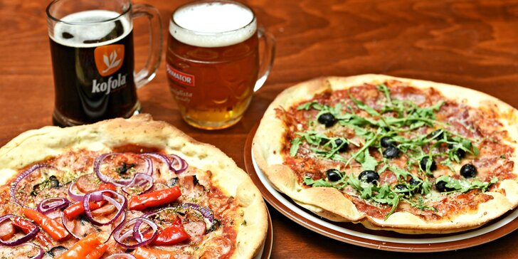 Dvě pizzy podle výběru ze 13 druhů a k nim třeba kofola nebo pivo Janek