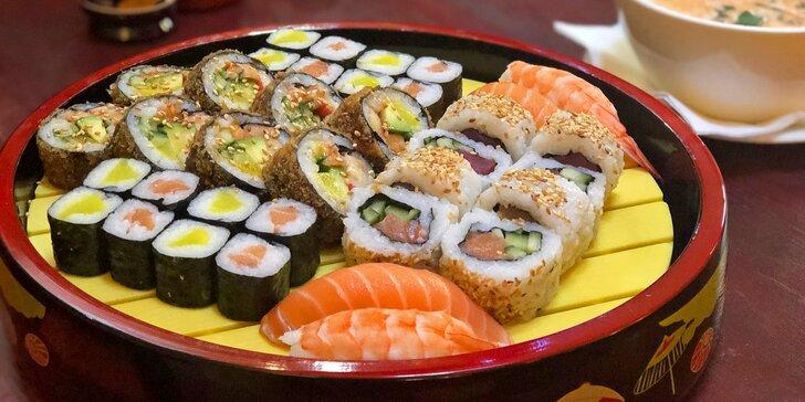 Asijská hostina pro 2: set 36 kousků sushi a kuřecí polévka s kokosem