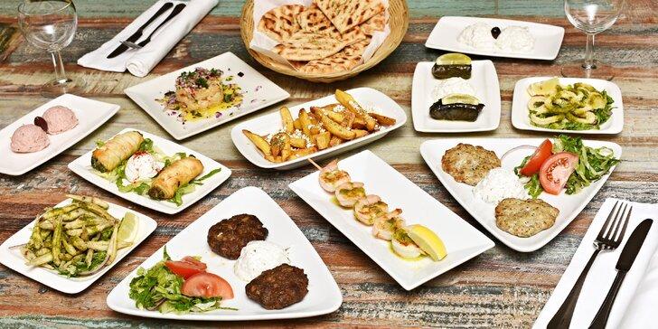 """Degustace řeckých předkrmů """"mezze"""" pro 2: krevetový špíz i krůtí biftečky"""