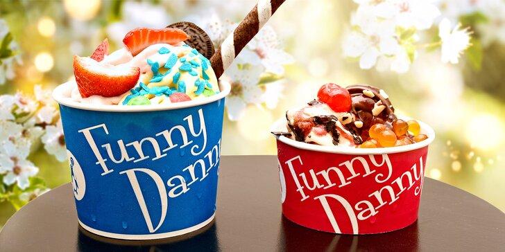 200 g mraženého řeckého jogurtu Funny Danny s posypem a toppingem