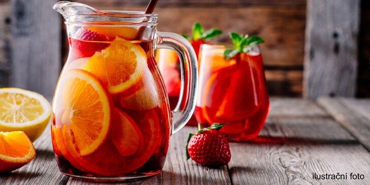 Dejte si sangrii na letní zahrádce: dva půllitrové džbánky v cukrárně Gabriela