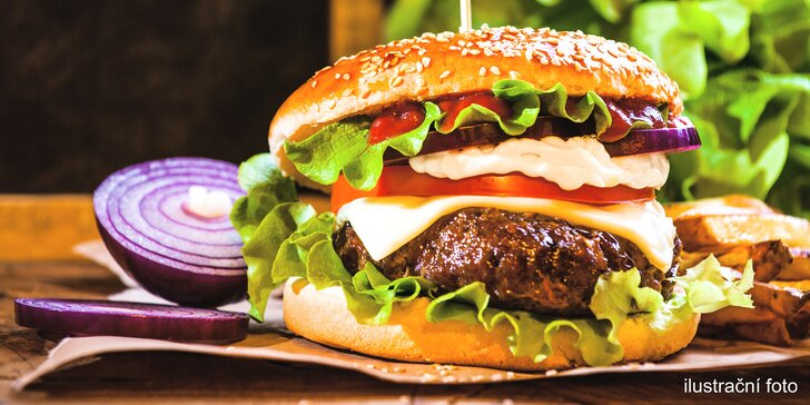 Pivní nebo Kozlův hovězí burger, hranolky nebo chipsy, příp. i RC Cola