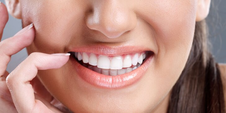Kosmetické zesvětlení zubů bez peroxidu: 3 aplikace pro přirozený odstín