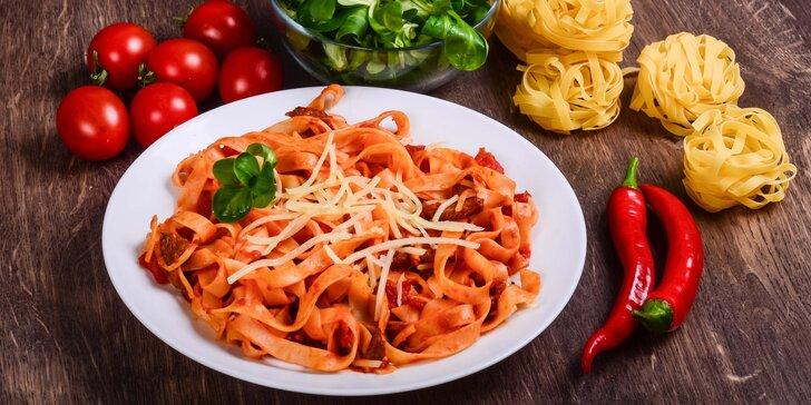 Polední menu: Domácí těstoviny tagliolini nebo hovězí carpaccio