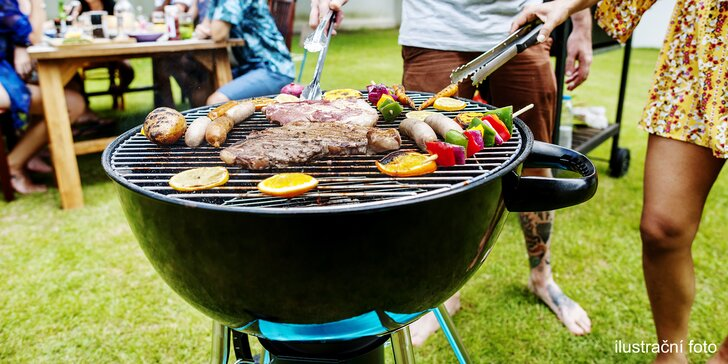 Zapůjčení grilu na oslavu nebo rodinné grilování včetně uhlí, masa i příloh