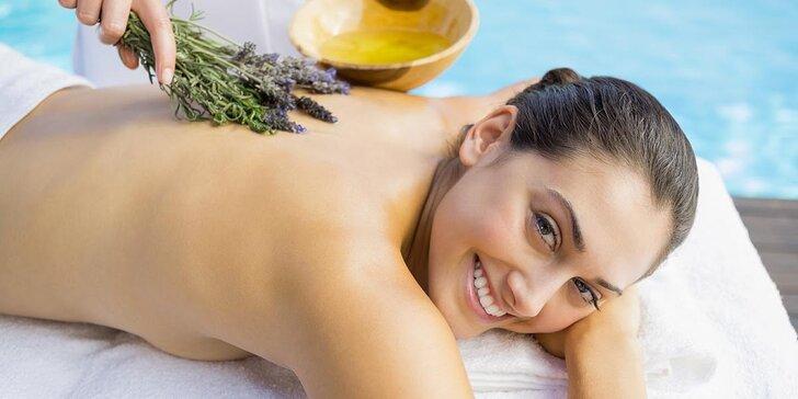 Voňavý letní relax: levandulová, skořicová nebo kokosová masáž