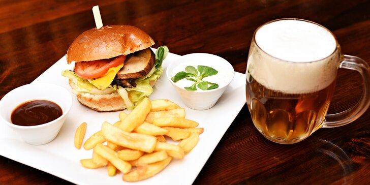 Burgerové menu na výběr: hovězí, pálivý, kuřecí i vegetariánský burger