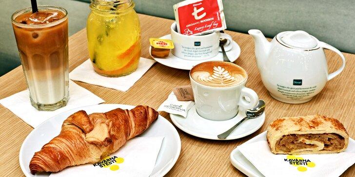 Osvěžení v Kavárně Štěstí: limonáda, káva nebo čaj a třeba i sladkost
