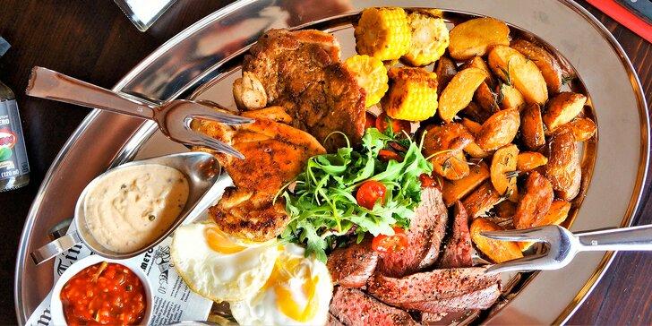 Mix grill pro 2–3 osoby: kuřecí, vepřové i hovězí maso s 3 druhy omáček