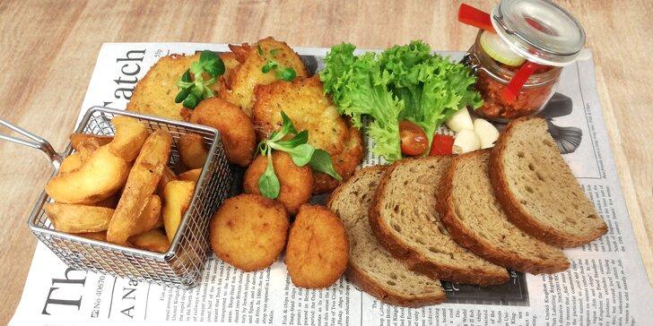 Tvarůžková hostina: tatarák, křupavé placičky i smažené syrečky a hranolky