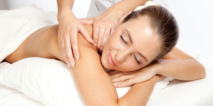 Důkladná masáž zádového a šíjového svalstva v délce až 90 minut