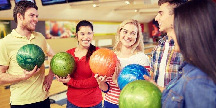 Hodina bowlingu pro partu přátel: zábava až pro 8 hráčů