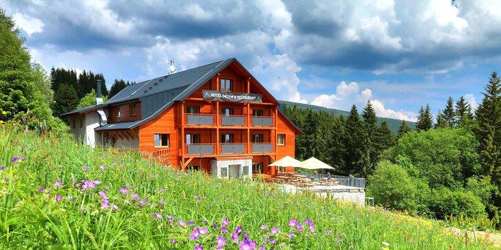 Rodinný pobyt v horském hotelu v Peci: polopenze, program a dítě zdarma