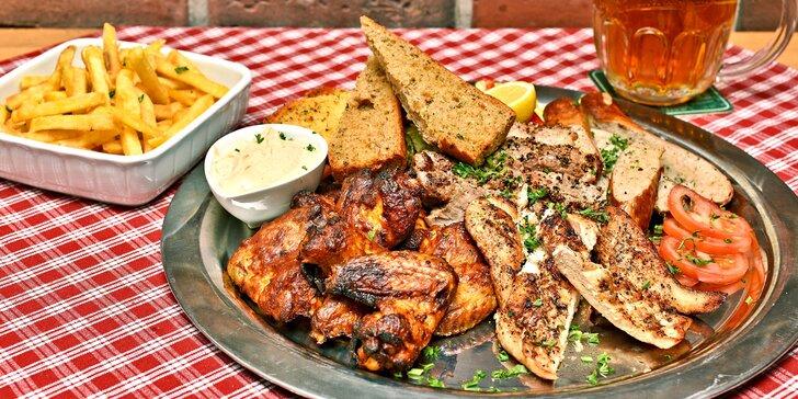 Mix grill pro 2 jedlíky: kuřecí křídla, prso, vepřová krkovice a třeba i pivo