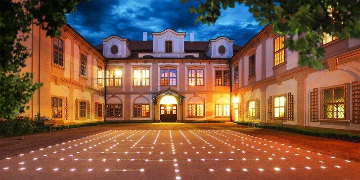 Pobyt u zámku Loučeň: jídlo, bazén, prohlídka zámku i labyrintárium