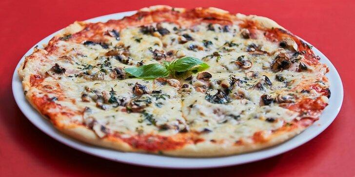 1 nebo 2 pizzy s průměrem 32 cm v restauraci s parádním dětským hřištěm