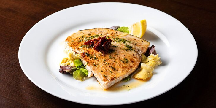 Tříchodové degustační letní menu pro dvě osoby: tuňák i grilovaný mečoun