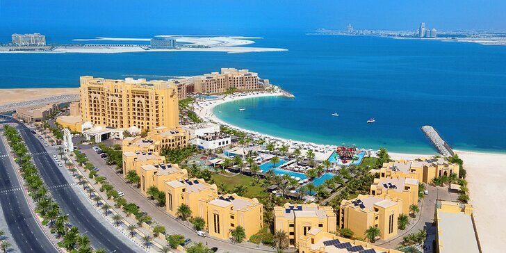 Emiráty: Ras al Khaimah s polopenzí, letenka a 4 noci v 5* hotelu u pláže