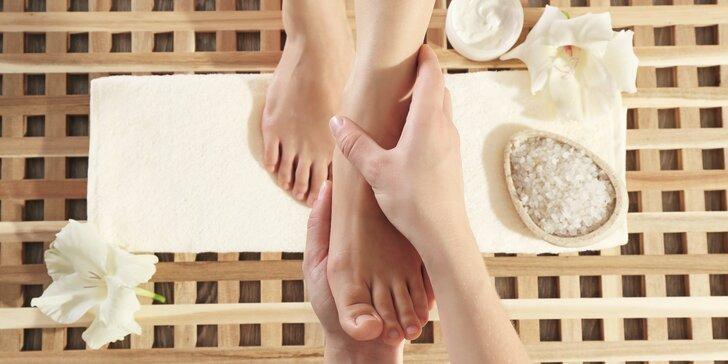 Nohy jako v nebi: reflexní masáž chodidel spolu s bylinnou lázní