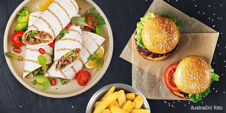 Zajděte na něco dobrého: miniburgery nebo tortilly, hranolky a Coleslaw
